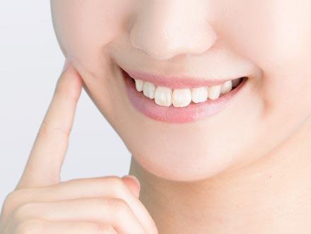 並んだ歯の位置を安定させる〈保定〉